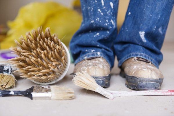 Как удалить пятно краски с джинсов: 3 химических вещества