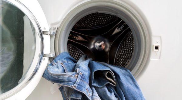 Как постирать джинсы, чтобы они сели: способы