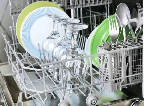 Белый налет на посуде после мытья в посудомоечной машине: причины