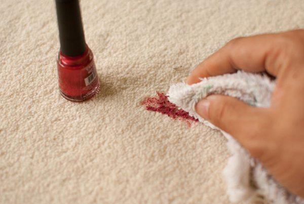 Как убрать пятно от лака на одежде с помощью современных средств