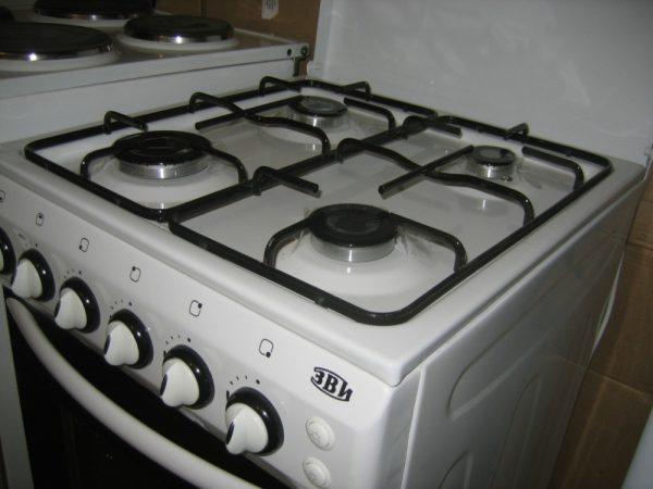 Можно ли самому подключить газовую плиту в квартире?