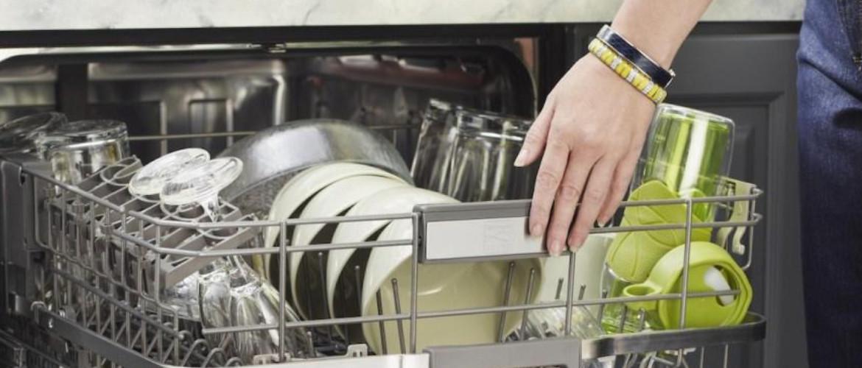 Как правильно установить посуду в посудомоечной машине
