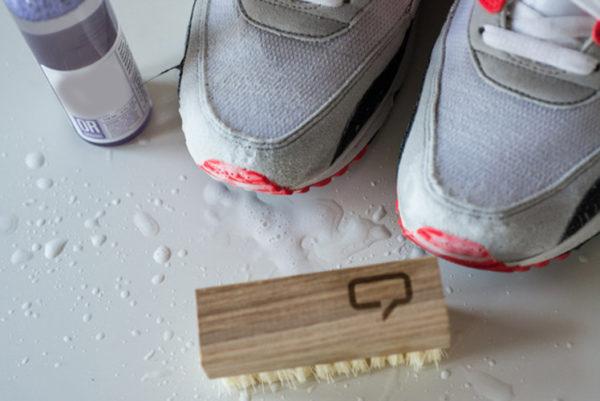 Как почистить светлые и белые замшевые кроссовки
