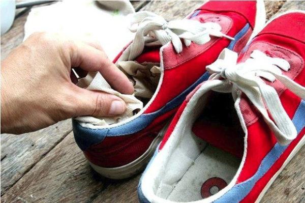 Уход за мокрыми кроссовками