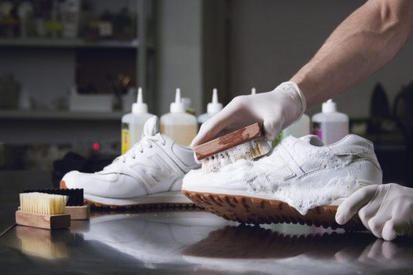 как почистить белые замшевые кроссовки